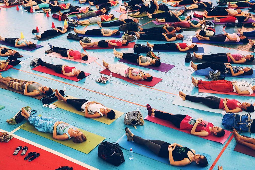 Wenn du lieber alleine, aber trotzdem geführt meditieren möchtest, kannst du eine für dich angenehme geführte Meditation aus dem Angebot von High Energy Mind wählen.