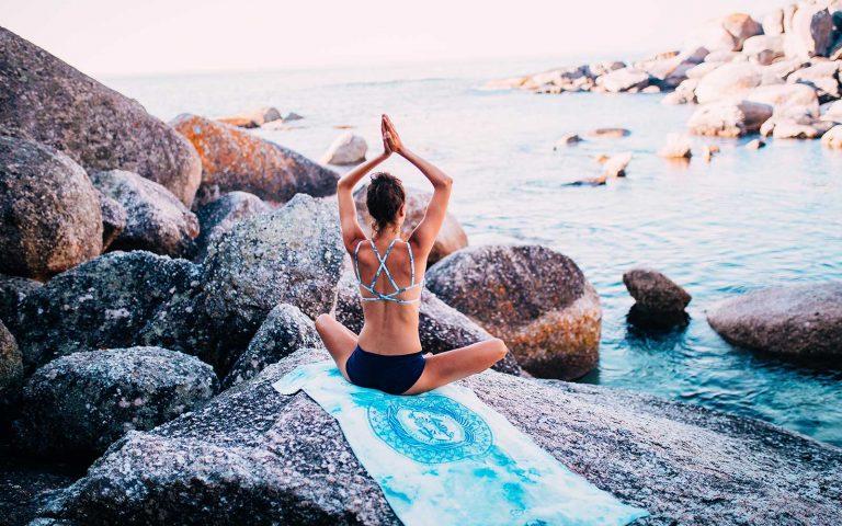 Beim Meditieren lernst du, dich zu entspannen, neue Kraft zu schöpfen und dein Leben einmal aus einer anderen Perspektive zu sehen.