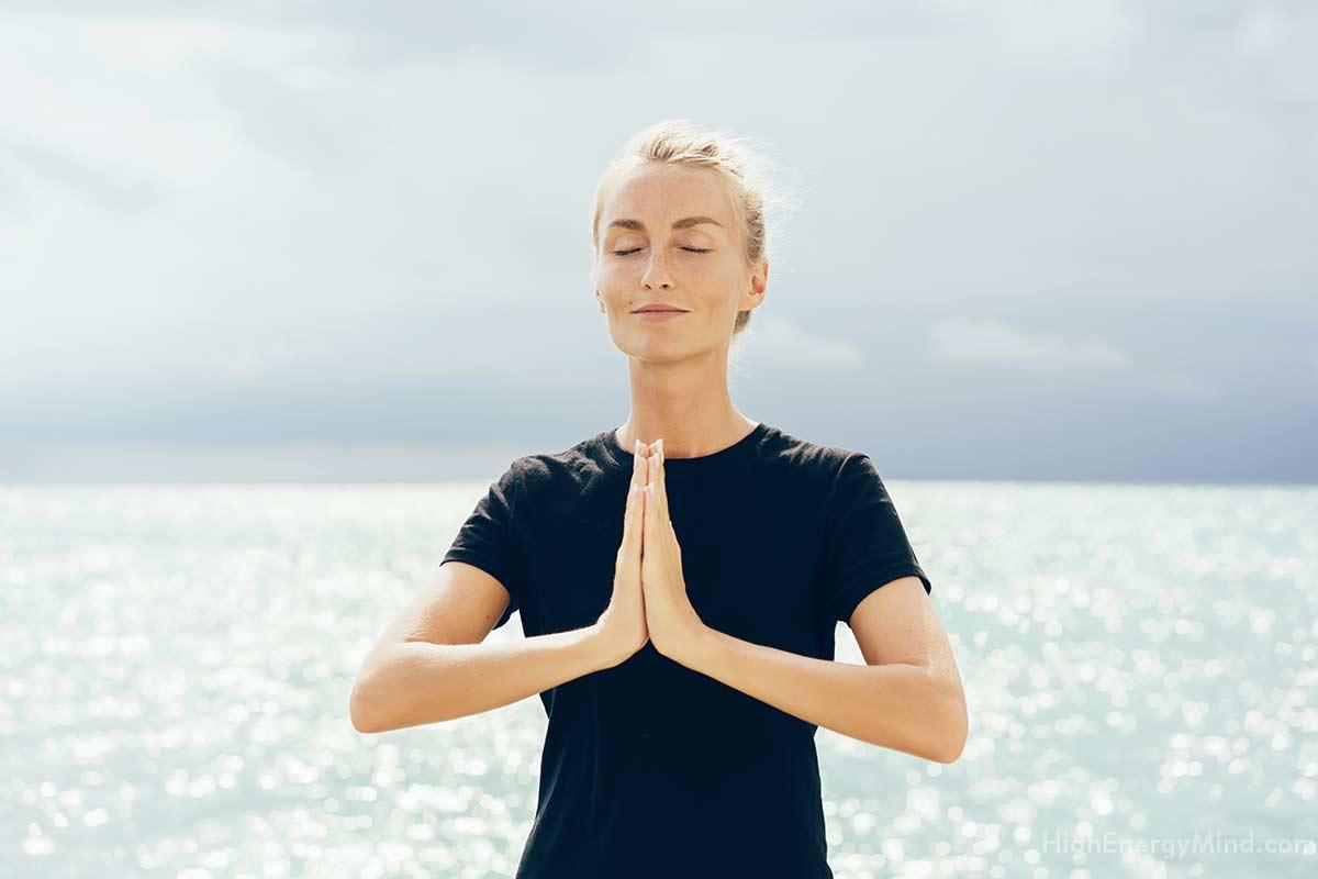 Meditation ist das ideale Mittel, um sich mit den Chakren zu verbinden und ihren Entwicklungsstand zu erfühlen und auszugleichen.