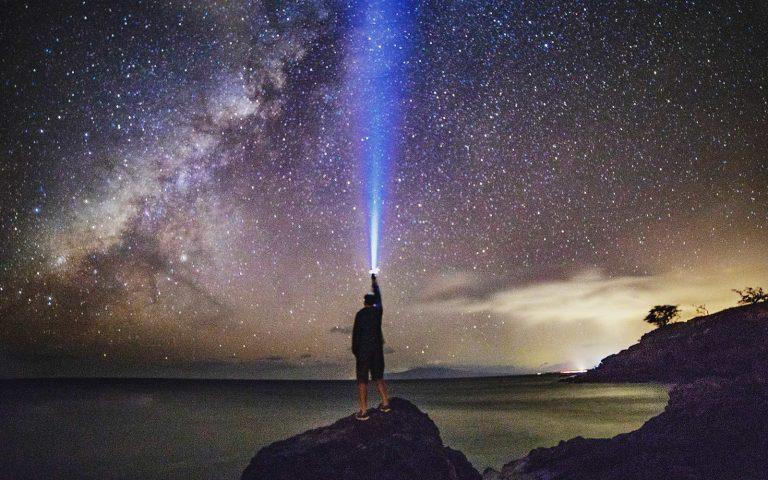 Eine Astralreise ist eine außerkörperliche Erfahrung, bei der dein Geist deinen Körper bewusst verlässt.